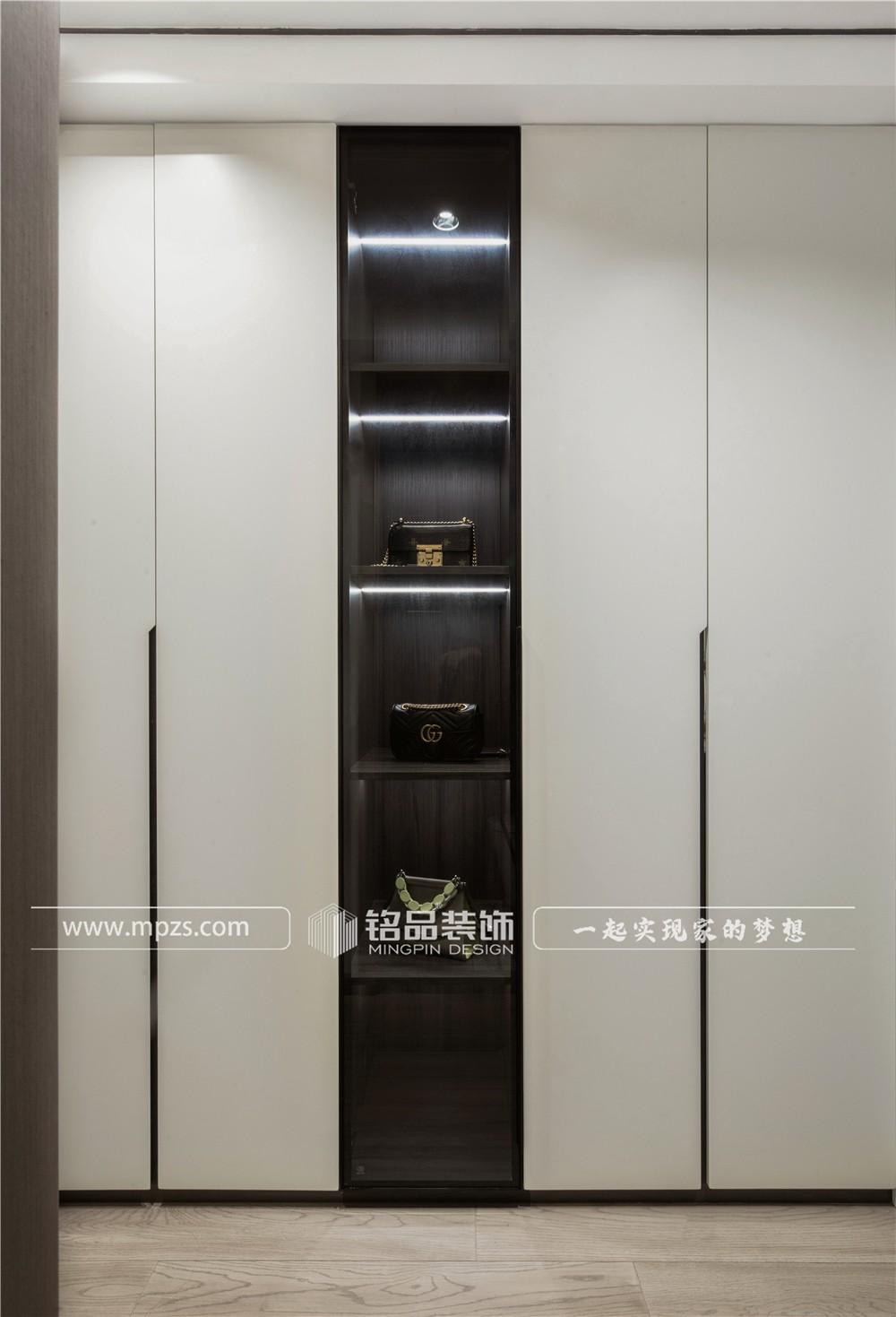 杭州122平方米意式轻奢风格平层装修案例_效果图